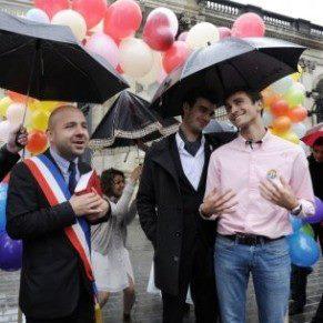 Bordeaux Mariage homosexuel fictif pour promouvoir la proposition Hollande