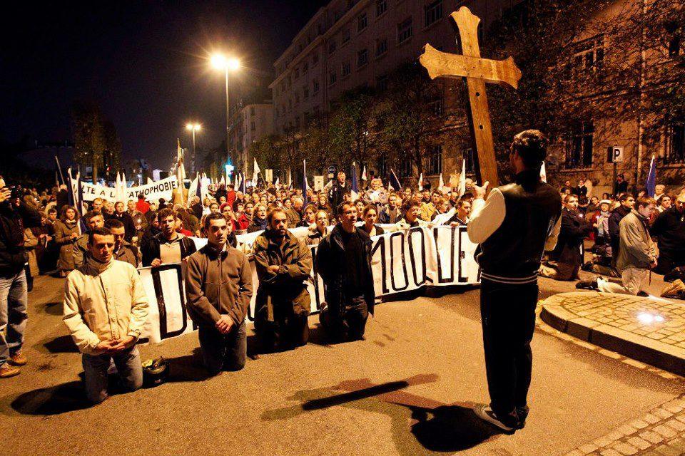 Mariage gay : les CRS empêchent des députés PS d'approcher la manifestation Civitas