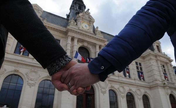 Mariage pour tous : l'article 1 adopté