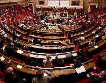 L'UMP met en garde contre le mariage pour tous qui mènera au clonage, à la téléportation et au voyage dans le temps