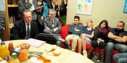 A Montpellier, Dominique Baudis rencontre des jeunes du victimes d'homophobie dans leur milieu familial !