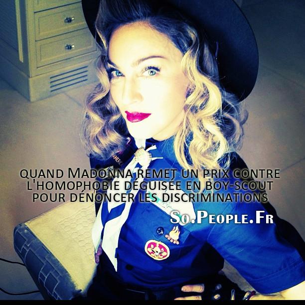 quand Madonna remet un prix contre l'homophobie déguisée en boy-scout pour dénoncer les discriminations !