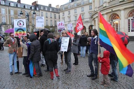 Rennes : Une centaine de manifestants contre l'homophobie !