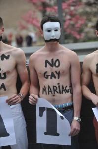 les-hommen-au-capitole-homophobie