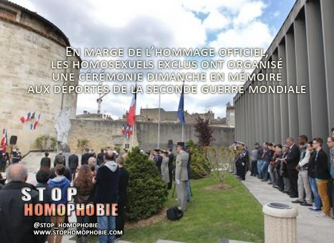Cérémonie d'hommage aux déportés à Bordeaux : D'un côté, le cortège des officiels. De l'autre, les homosexuels, triangle rose sur la poitrine.