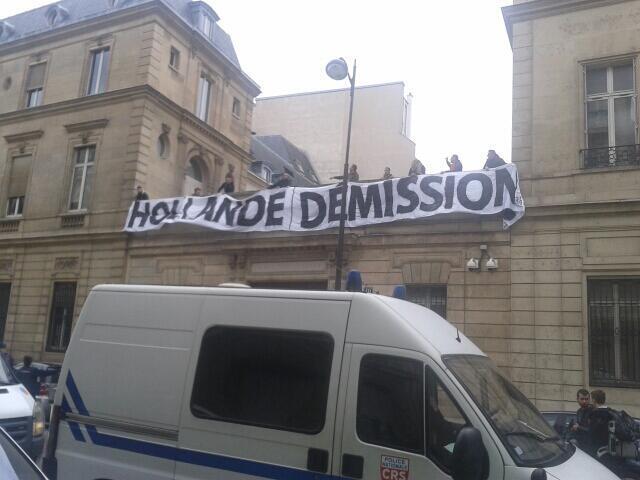 VIDÉO - Le siège du PS brièvement occupé par des identitaires