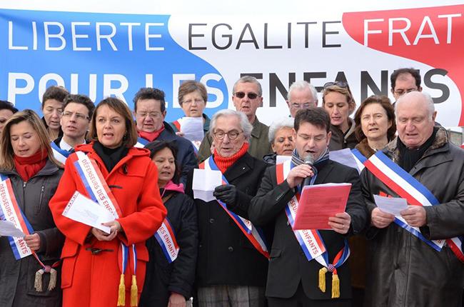 Mariage homosexuel: 198 élus sont contre :(