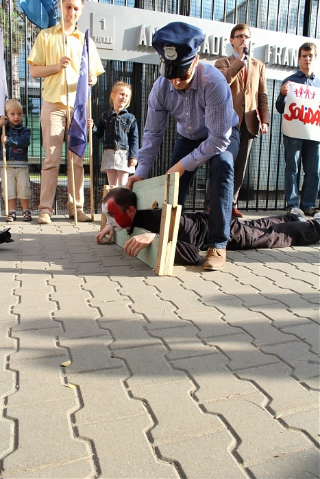 Pologne : manifestation des antis devant l'ambassade de France