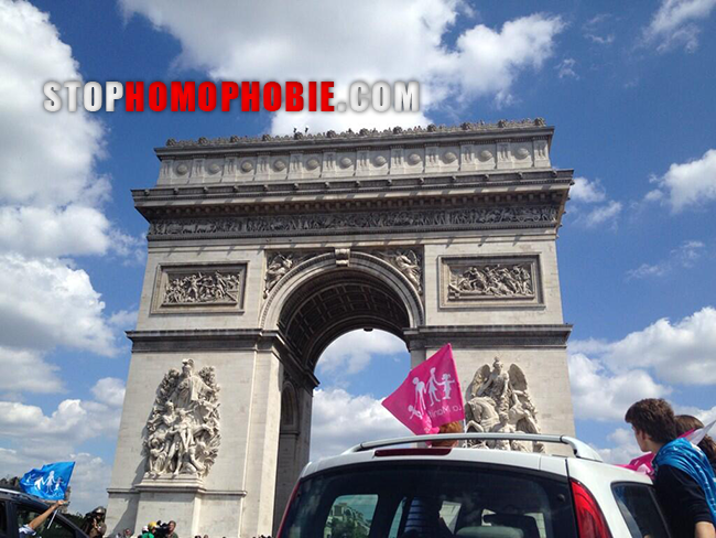 Paris : Défilé en voitures d'opposants au mariage homo contre l'incarcération d'un des leurs