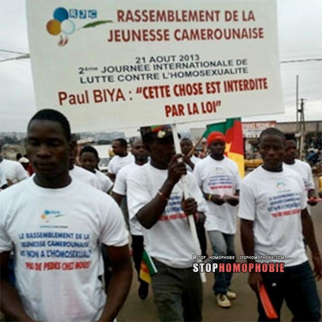 """Cameroun : """"Pas de pédés chez nous ?!  La haine anti-gay défile dans les rues de la ville de Douala"""