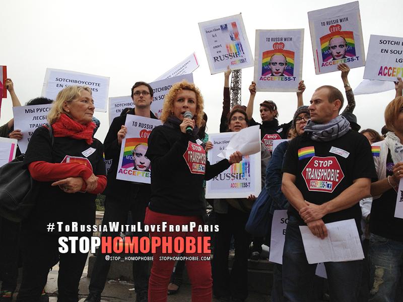 #ToRussiaWithLove : les photos de la mobilisation du 13 septembre sur le Parvis des Droits de l'Homme