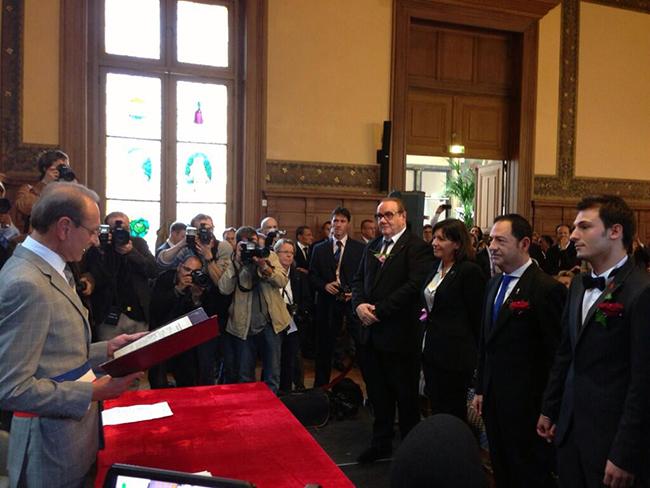 Moment d'émotion avec Jean-Luc Romero et Christophe Michel qui se sont dit « OUI » devant le maire de Paris