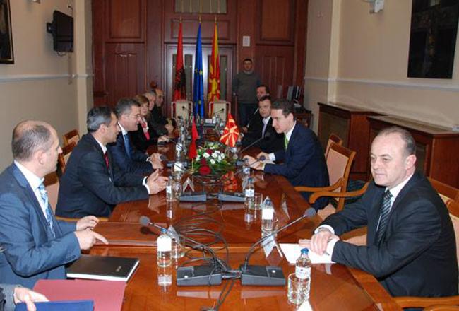 Macédoine : le VMRO-DPMNE échoue à interdire le mariage gay