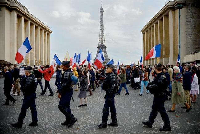 Manifestation de #Civitas à Paris contre l'«anti-christianisme» : des paroles d'un autre âge :(