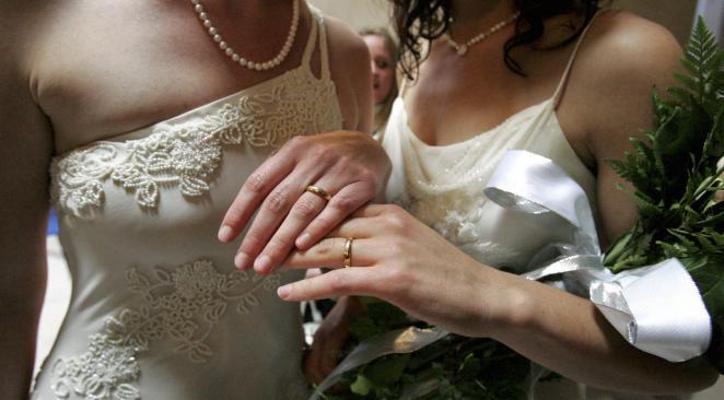 Electorat gay, bi et lesbien : la gauche n'a pas profité du mariage homosexuel
