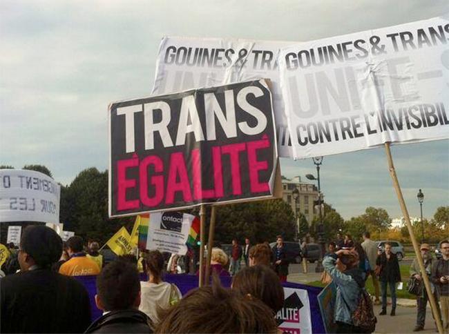 """#Existrans 2013 : des """"#trans"""" défilent pour un état-civil conforme à leur genre"""