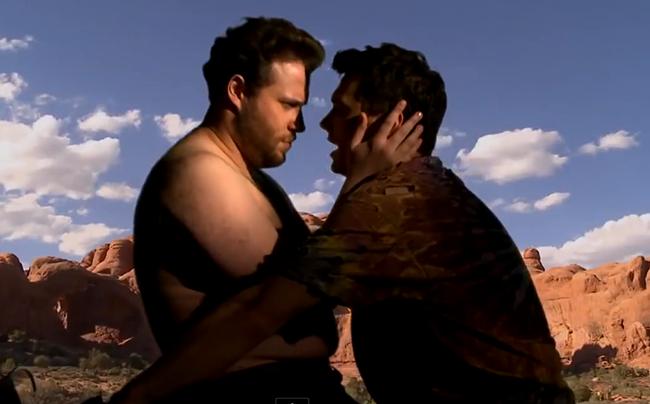 """VIDÉO. Quand James Franco et Seth Rogen parodient le clip de Kanye West """"Bound 2"""""""