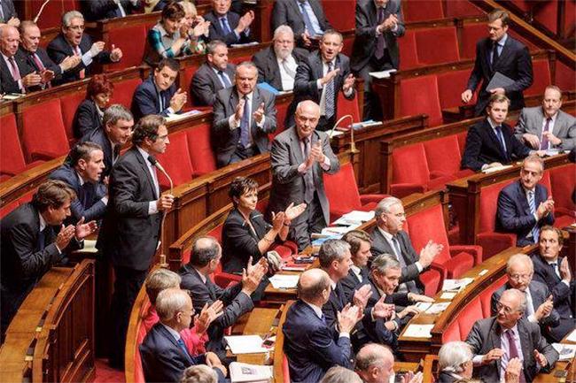 Des députés #UMP veulent interdire dans le code civil la #PMA aux couples de même sexe