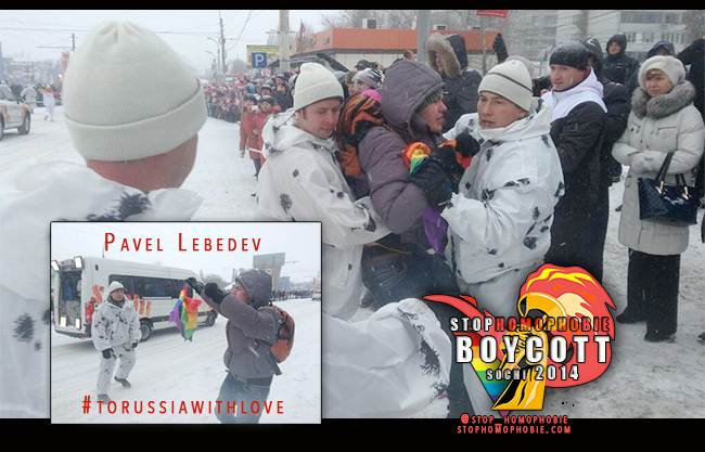 """Sotchi : Un militant LGBT russe arrêté pour avoir déployé un drapeau """"arc-en-ciel"""" au passage de la torche olympique à Voronezh"""