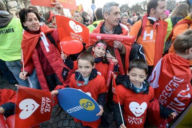 Manifestation anti-IVG à Paris : entre 16.000 et 40.000 participants
