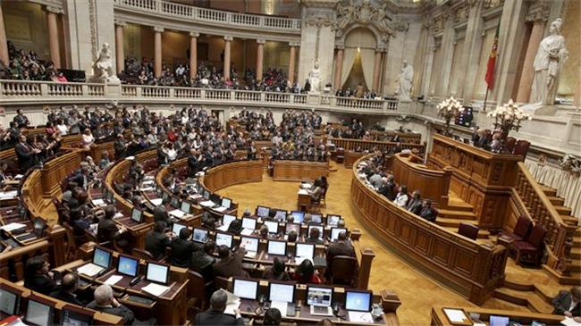 #Portugal : Le #Parlement approuve un référendum sur l'#homoparentalité