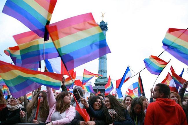 VIDEO. Les mariés (homos) de l'an I : des hommes, âgés et urbains