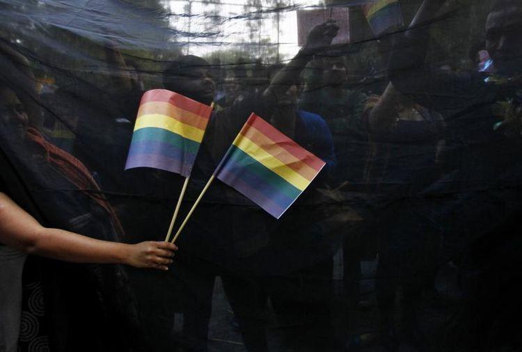 Les appels à l'aide des jeunes homosexuels en rupture familiale augmentent (encore)
