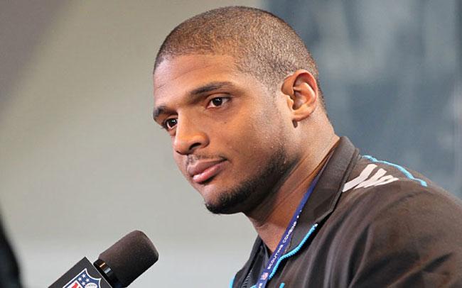 Michael Sam : Le premier athlète de la NFL à avoir fait son coming-out a vu son émission de télé-réalité suspendue… Ce projet déplaisait fortement à son club