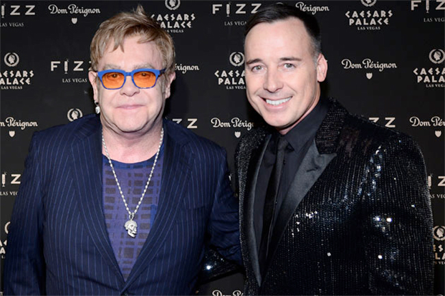 """Droits des homosexuels: Elton John juge le pape François """"merveilleux"""" et veut parler à Poutine"""