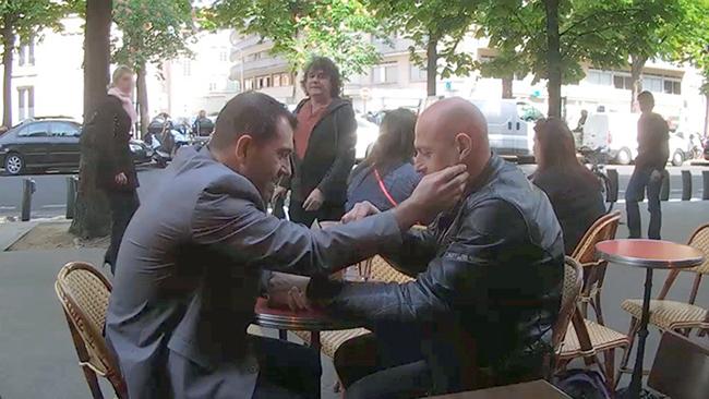 Camera Cachée Gay : La reaction des gens fasse à un serveur homophobe