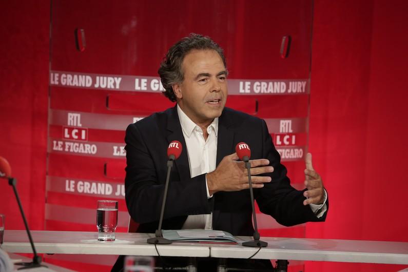 """Luc Chatel, UMP, ne croit pas """"à titre personnel"""" que la droite puisse abroger le mariage pour tous"""