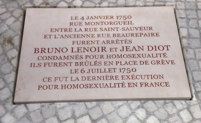 Inauguration de la plaque honorant la mémoire du dernier couple exécuté dans la capitale parce qu'homosexuel