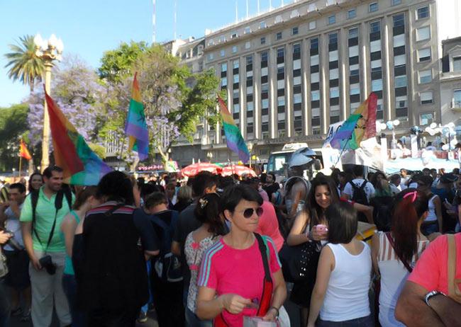 Marches des fiertés : Des milliers de participants pour réclamer l'égalité des droits en Argentine et au Chili