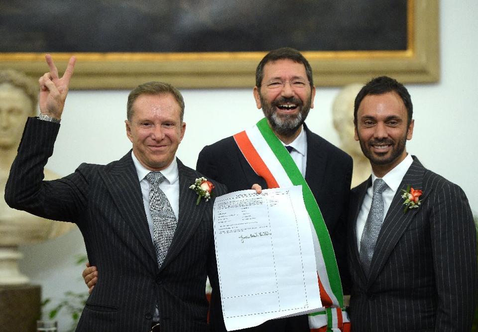 Le maire de Rome refuse d'annuler les mariages de couples homosexuels contractés à l'étranger