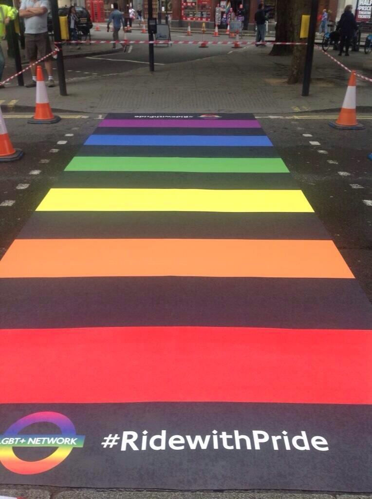 Grande-Bretagne : Conversion des partenariats civils en mariage pour les couples de même sexe