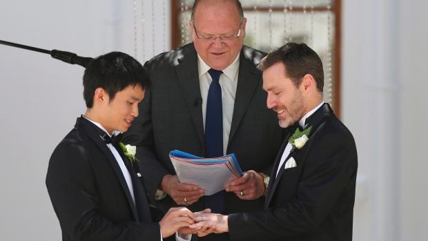 """Vidéo. Légalisation du """"mariage pour tous"""" en Australie : Tony Abbott ne veut pas fragiliser sa coalition"""