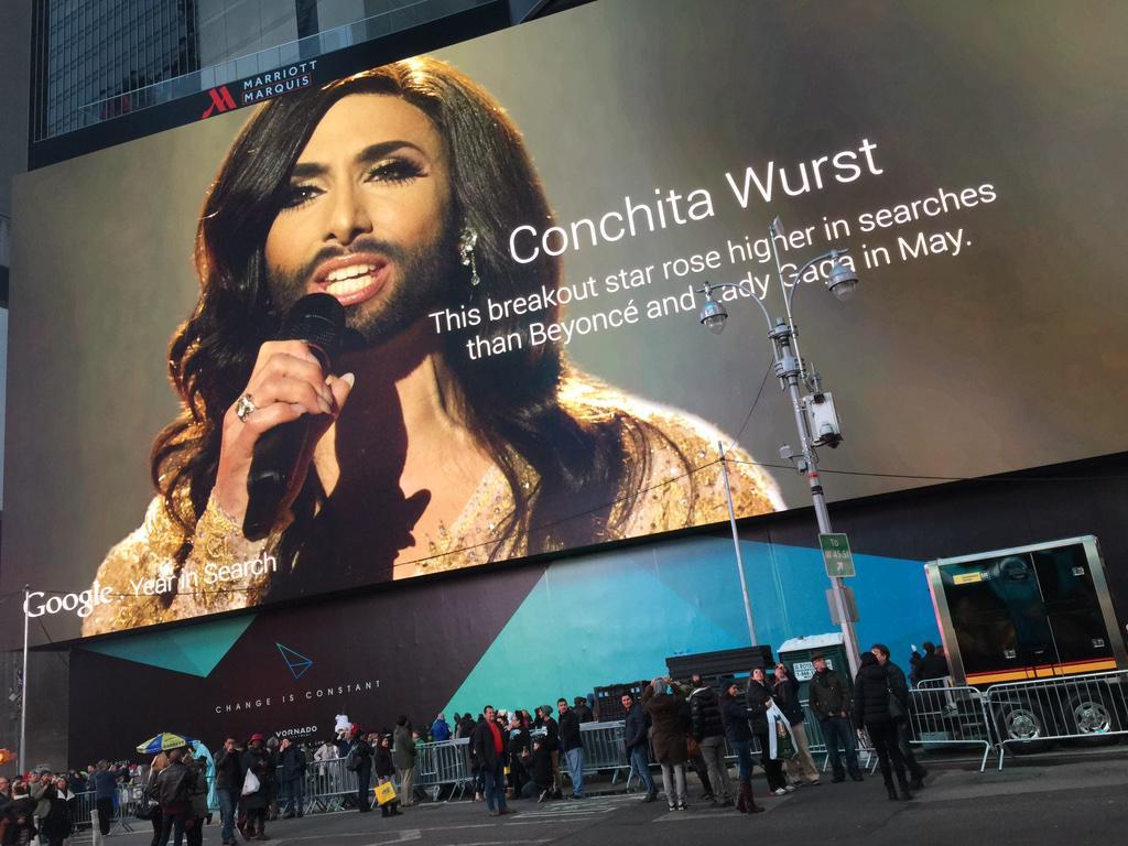 """""""Conchita Wurst"""" en haut de la plus grande affiche sur Times Square à New York : Qui d'autre ?"""