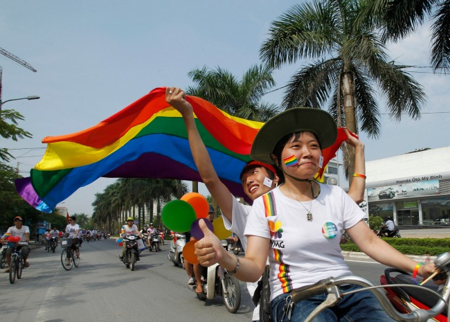 Quand le Vietnam abroge l'interdiction du mariage de même sexe