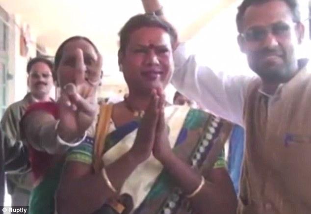 Vidéo. Pour la première fois en Inde, une femme transgenre est devenue maire