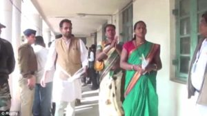 Vidéo. Pour la première fois en Inde, une femme transgenre est devenue maire d'une ville, après avoir remporté les élections