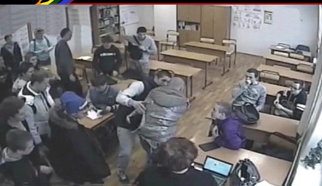 Moscou : Soupçonné d'homosexualité, un étudiant meurt étouffé dans les rires et l'indifférence