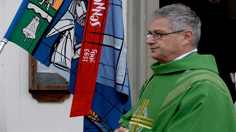Pétition pour soutenir le curé de Bürglen, menacé pour avoir béni un couple lesbien