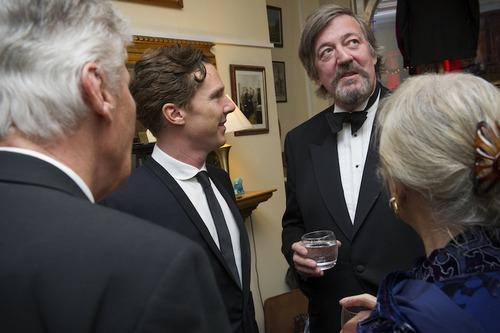 Benedict Cumberbatch et Stephen Fry demandent la grâce des hommes condamnés pour homosexualité au Royaume-Uni