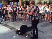 VidéoBuzz à Sidney : Des musiciens pour éponger la parole d'un « prédicateur homophobe »