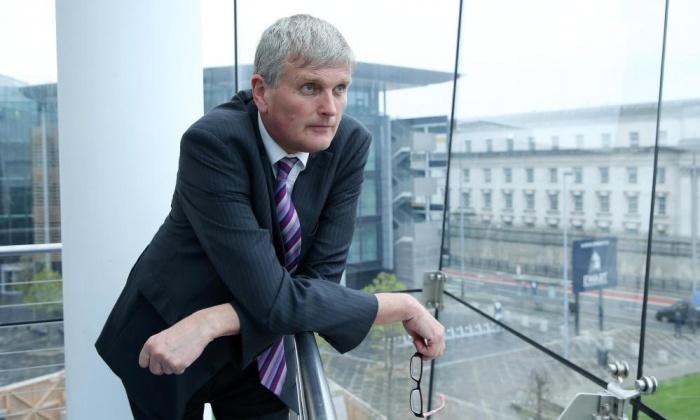 Accusé d'homophobie, le ministre de la Santé du gouvernement régional d'Irlande du Nord démissionne !