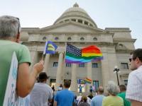 L'Indiana va amender sa loi sur la liberté religieuse jugée discriminatoire envers les LGBT