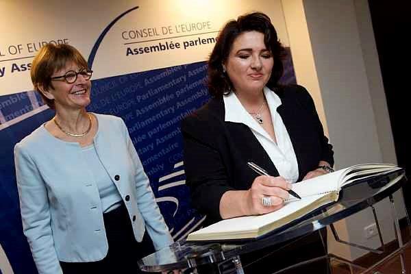 Le Conseil de l'Europe adopte une résolution pour interdire les discriminations à l'encontre des personnes transgenres