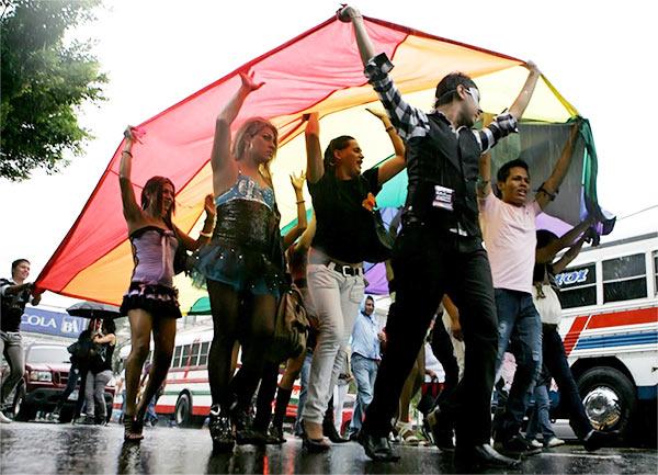 """Le Salavador approuve une réforme pour interdire les """"mariages homosexuels"""""""