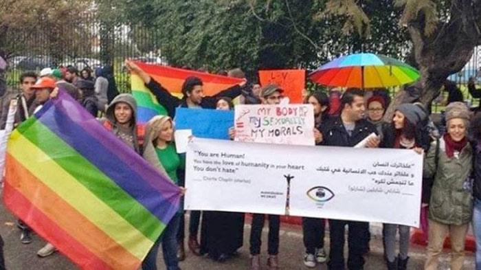 """FSM_2015 : Sur l'esplanade du """"Bardo"""" des militants LGBT réclament la dépénalisation de l'homosexualité"""