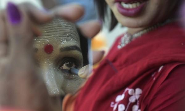 Au Pakistan : Des hommes enlèvent et violent une transsexuelle, après en avoir abattu deux autres
